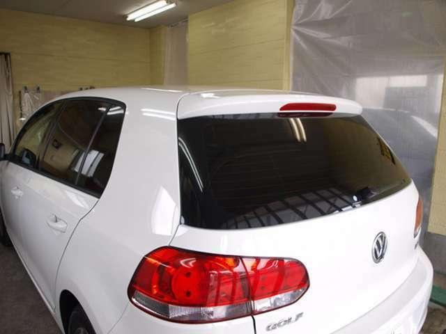 Bプラン画像:人体に有害な紫外線をカット。すべてのカーフィルムが、紫外線をカットします。シミや日焼けの原因を除きましょう。また車の内装の変色・劣化、車内に積んだ荷物の保護にもカーフィルムは役立ちます。