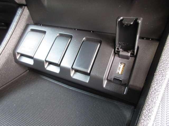 便利な充電用USBジャックも付いています☆