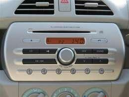 純正デッキ付きです。音楽を楽しみながらのドライブ、いいですね♪ナビの取り付けもお気軽にご相談ください。