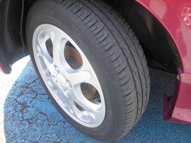 タイヤはダンロップ製エナセーブ付き!!タイヤ山は4~5分山あり!!新品&スタッドレスタイヤも格安海外品から国産品まで各種取り扱えますので交換ご希望の方はお気軽にご相談下さい!!!