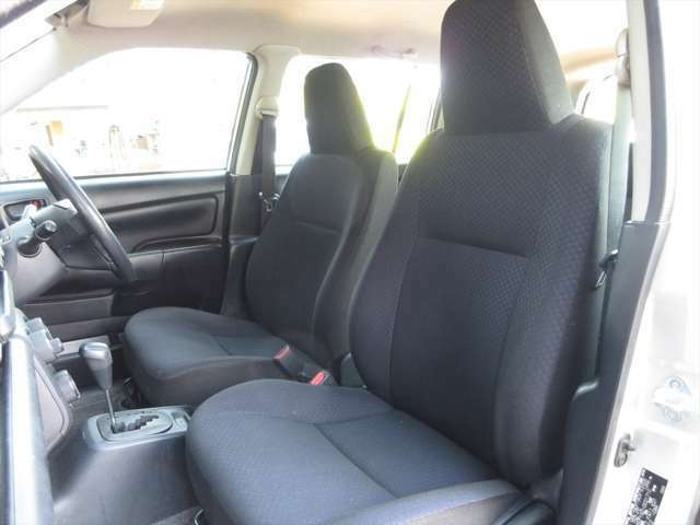 フロントシート、少し汚れがあります。