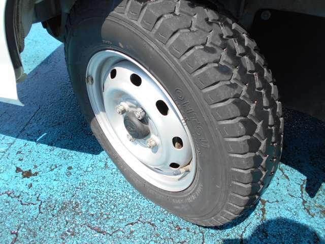 タイヤはオーツ製LINAM付き!!タイヤ山は4~5分山あり!!新品&スタッドレスタイヤも格安海外品から国産品まで各種取り扱えますので交換ご希望の方はお気軽にご相談下さい!!!