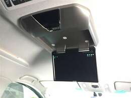 【フリップダウンモニター】後部座席の方も映像を見ることができて便利!