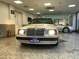 メルセデス・ベンツ ミディアムクラス 230E 新車保証書整備記録簿14枚アイボリーレザー