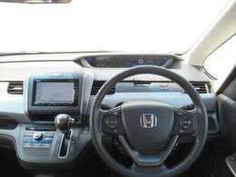 【前方視界】開放的な前方視界!運転がしやすく疲れにくいです♪大きな窓で見晴らしが良く、女性の方にも運転しやすいおクルマですよ~♪