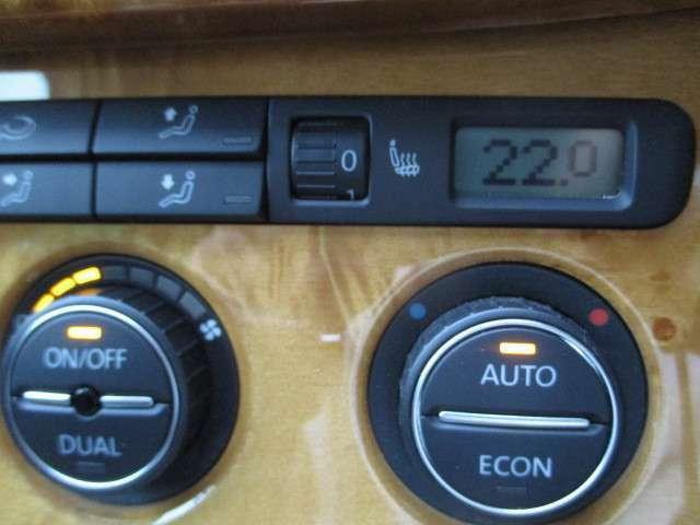 スマートキーの携帯でエンジン始動及びドアロックの開閉が可能なキーレスゴー。