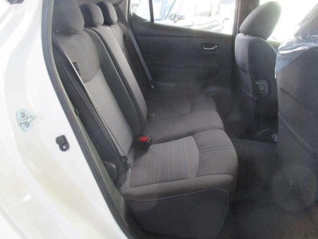 リラックスしてドライブを楽しめ、圧迫感のないゆったりとした空間が広がる室内です。
