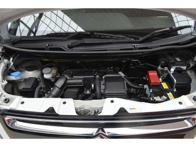 エネチャージ搭載で、減速時のエネルギーで発電&充電。ガソリンの消費を抑えて低燃費を実現し、止まる前からエンジンを止めて、ムダなガソリンを節約。かしこくエコな(新)アイドリングストップです。