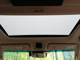 ●人気装備!!【サンルーフ】開放的なサンルーフからは、爽やかな風や温かい陽の光が車内に差し込みます。