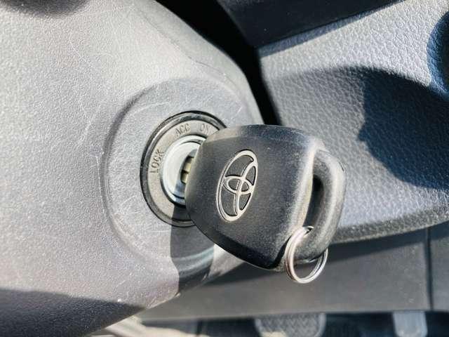 【 キーレスエントリー 】ボタンひとつでドアの開閉が可能で便利なキーレスエントリー付!