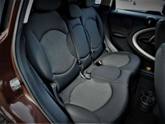 リアのシートも3人乗り乗車OKの5人乗りもモデルです、使用感少なく大変コンディションの良い状態です