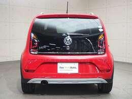 バックフォグランプ付きで霧中運転での後突を防止。