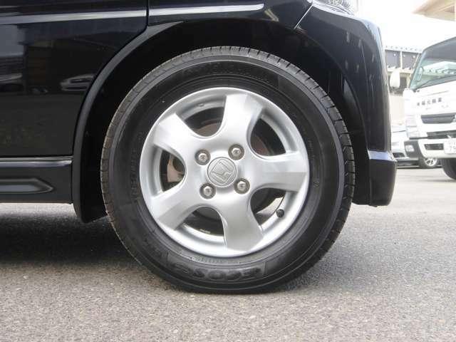 純正アルミ タイヤ4本7分山ぐらいです! しばらくはタイヤ交換の心配無用です!