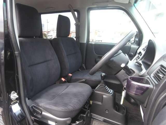 フロントシート 走行少ないのでシートキレイ車内キレイですよ! オゾン発生器にて除菌・消臭済!