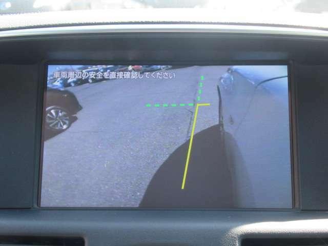 『サイドカメラ』運転席から死角となりやすい左前輪脇もモニターで確認可能ですので安心ですね。