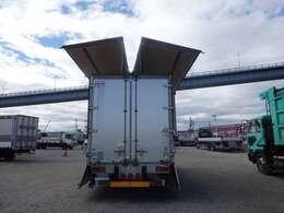 荷台の詳細と致しまして、最大積載量2,800kg、荷台後ろ開口部の詳細と致しまして、幅:210cm 高さ:225cmとなっております。また、荷台の地上高は85cmです。ボディはトランテックス製です!