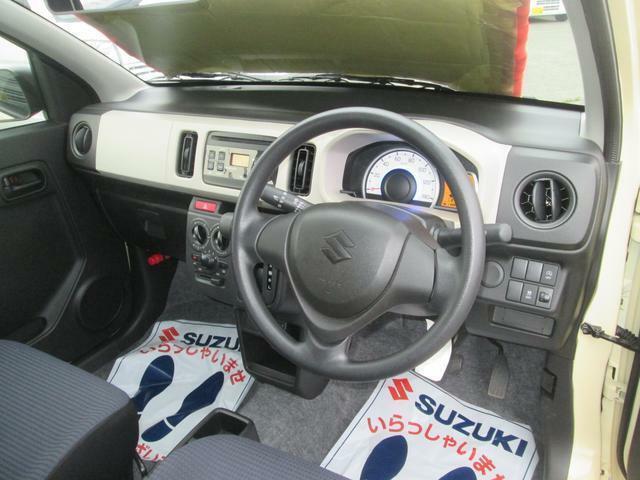 運転席とハンドルまわり