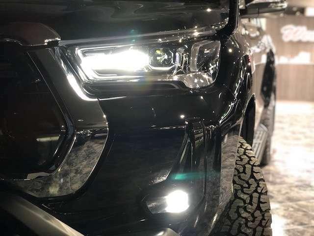 LEDヘッドライトが標準装備!