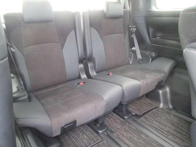 後部座席も当然、綺麗・清潔に仕上げております。内装の綺麗なお車は、気持ちが良いですし、内装の綺麗なお車はコンディション良好のモノが多いです。前のユーザーが丁寧に使っていた証拠です。
