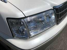 ヘッドライトは高い透明度を保っております。