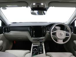 2020年モデルのS60T5インスクリプションがついに登場!プラスパッケージ付なのでサンルーフ、テイラードダッシュボード、19インチ5スポークアルミホイール、リアシートヒーターが装着されています!