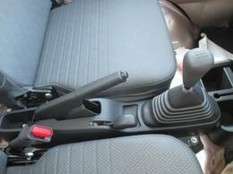 農用スペシャルはMT車のみです。LEDヘッドランプ・エアコン・パワステ・UVカットガラスが装備されています。