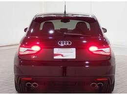 2L TFSIガソリン直噴ターボエンジンと、6速マニュアルトランスミッションを組み合わせ、駆動方式はquattroフルタイム4WDを採用。