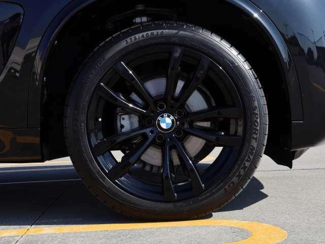リミテッドブラック!!黒で統一されたオシャレでクールなお車です。
