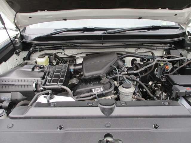 【エンジンルーム】スチームがかけてあってきれいなエンジンルーム!!厳しい環境基準に対応した低燃費エンジンです。