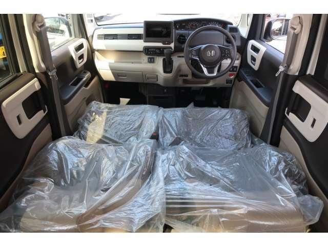 自慢の専用インテリア&ファブリックシート♪新車の香りがいたします♪
