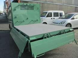 荷台部分です♪3方開のWキャブダンプです♪ダンプは新明和製となります♪