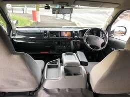 ワイドタイプなので広い運転席まわりです。視界も広くて良好です。