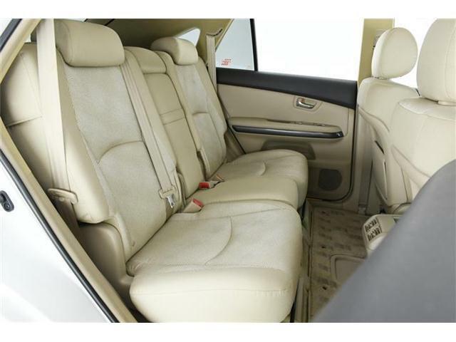 シートの厚みは勿論ですが、足元も広々☆リラックスしてドライブが楽しめますね!