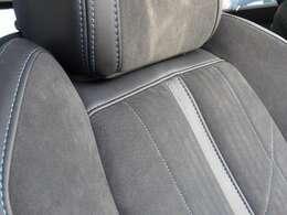 シート素材はテップレザー・アルカンタラです。グリーンのステッチが施されています。フロントシートにはシートヒーターを装備。【プジョー大府0562-44-0381】