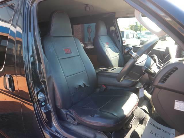 ドアを開ければ見晴らしの良い運転席がお出迎えします。