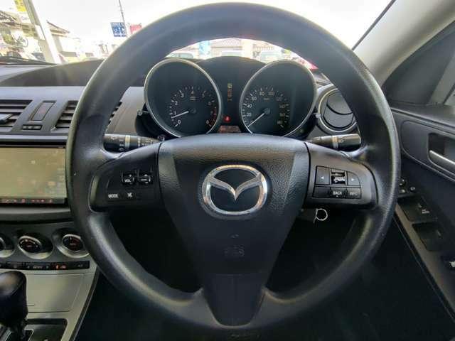ハンドルにはオーディオスイッチがついておりますので、運転時の操作も安心ですね。