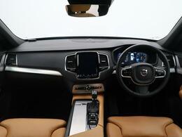 XC90 T5 AWD モメンタムが入庫いたしました!外装色は人気のクリスタルホワイトパール!内装はお洒落な茶革シートです!三列シートで7人での家族旅行などはいかがでしょうか!