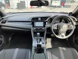 インテリアは上品なブラック! スポーティなデザインでよりドライブを楽しめます♪ 追加のターボメーターもございます! シートヒーターが付いており、座席ごと身体を温めてくれますので個人的にもオススメです!