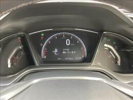 シンプルなデザインで、ココロ踊るスピードメーター! ドライバーにとって必要な情報が映し出されるので運転に集中できます。