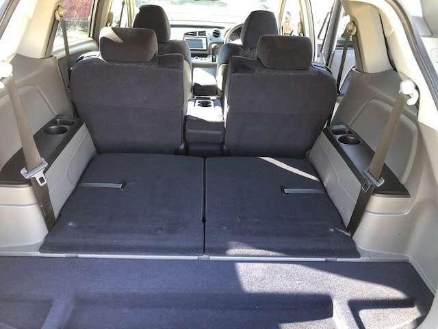 後部座席は倒せるので大容量スペース確保出来ます★