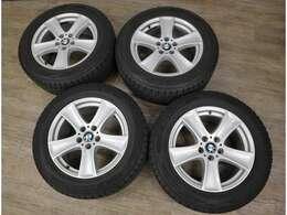純正18インチアルミ+ダンロップ製スタッドレスタイヤ4本セットを付属します。別途販売しておりますので売約の場合はご了承下さい。