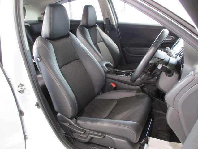 前席シートヒーター(2段階調整つき) サイド&カーテンエアバッグ ハーフレザーシート サイドのサポートが大きく張り出したバケット感のあるシートです