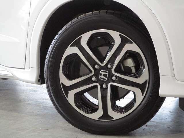 純正17インチアルミホイール タイヤサイズは215/55R17 タイヤ製造年2018年 残り溝前後とも約6mm まだまだ使用可能です!