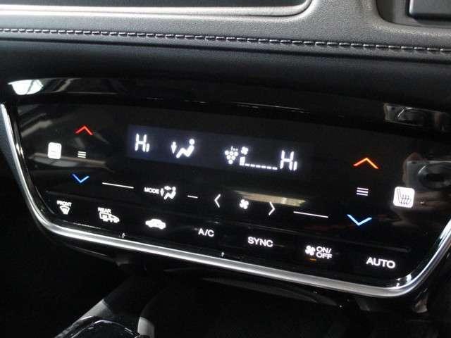 運転席/助手席 独立して温度調整が可能なデュアルエアコンです