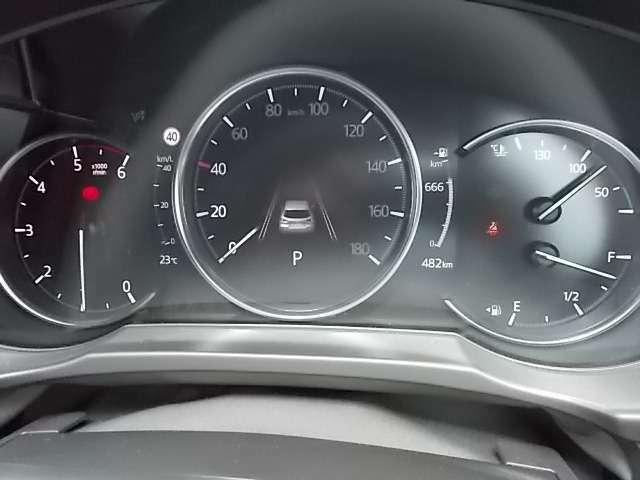 試乗車として使用していた車なので走行距離少ないです
