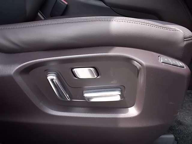 電動シートなのであなたにぴったりのドライビングポジションに設定できます