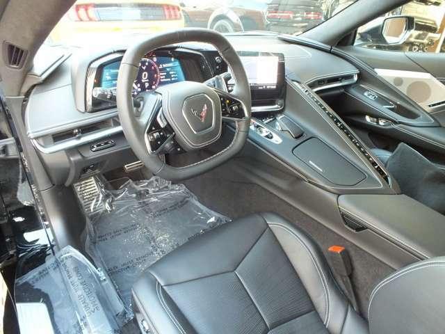 メーター周りにもカーボン調になっており、よりスポーティーなデザインになっております。