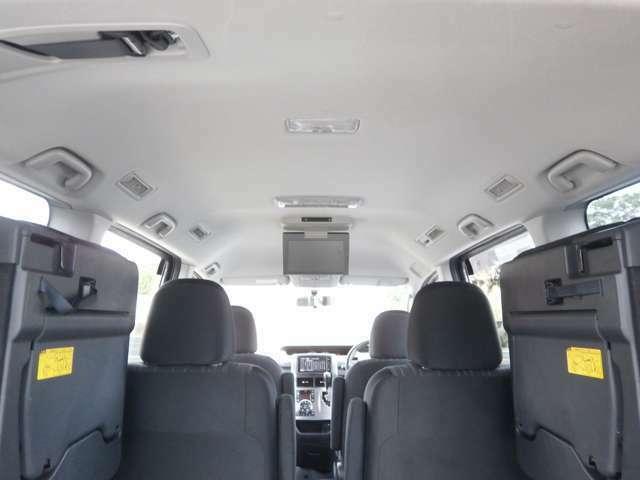 天井も高くゆったりとした車内空間♪
