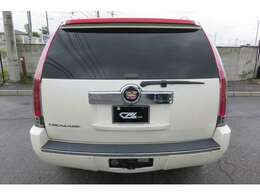 アメリカを代表する高級車ブランド、キャデラック。そのキャデラックから生まれたラグジュアリーSUVのエスカレードです。