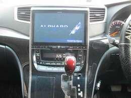アルパインのBIGナビです♪地デジTVも見れます♪ナビの立ち上がりの際にはALPHARDの文字が画面に浮かびます♪
